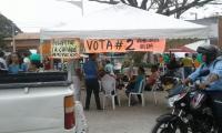 Comando electoral del candidato Luis Pinzón en pleno espacio público.