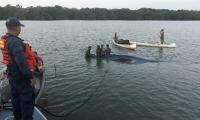 Aspecto de la ballena encallada que fue atendida por la Armada.
