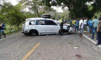 Pese a que el vehículo se volcó y dio varias vueltas, la cabina quedó intacta.