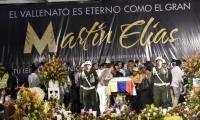 Amigos, familiares y seguidores, despidiendo a Martín Elías en la Plaza de la Leyenda Vallenata.