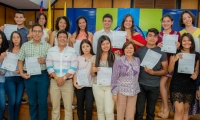 Estudiantes de la Universidad del Magdalena, con el rector de la institución, Pablo Vera Salazar.