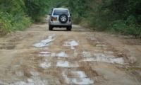 Así está la vía de acceso para acceder a Neguanje.