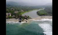 El menor murió al ser atrapado por un caimán en la desembocadura del río Piedras.