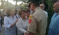 Los familiares de Carlos Narváez estuvieron presentes en las honras fúnebres.