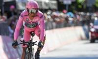 Nairo Quintana sigue del líder del Giro y logró sacarle 15 segundos más de ventaja al holandés.