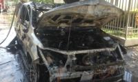 Las autoridades investigan las causas de un incendio.