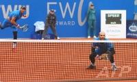 Juan Sebastian Cabal y Robert Farah de Colombia contra Jeremy Chardy y Fabrice Martin de Francve durante su partido final BMW Open por FWU en Munich, Alemania.
