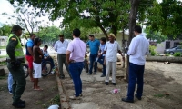 Autoridades revisan la situación en el parque San Rafael de Ciénaga.