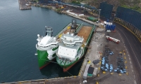 Los dos buques que arribaron al puerto samario.