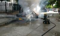 Se requirieron dos maquinas extintoras para sofocar las llamas.