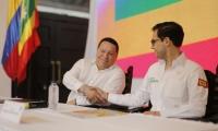 Manolo Duque, alcalde de Cartagena, saluda al encargado por el Presidente Santos, Sergio Londoño Zureck.