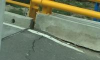 El puente presenta visibles fallas en la ciclo vía.