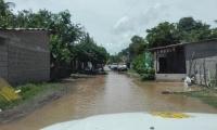 Las aguas del rio Ariguaní rompieron los taludes e inundó seis barrios en la cabecera municipal de Algarrobo.