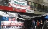 Sede del Ministerio del Trabajo tomada por manifestantes.