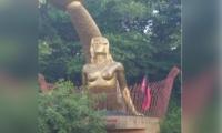 La bandera fue encontrada al lado de la escultura de la 'Sirena Vallenata'.