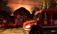 Las llamas acabaron con el quiosco, lugar habitual de reunión entre los clientes del reconocido lugar.