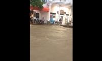 El aguacero que cayó este sábado en Santa Marta generó caos en la vía a Minca.