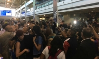 A su llegada los exmandatarios atendieron a la prensa.