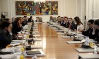 Ministros y otros altos cargos presentaron su renuncia protcolaria ante el presidente Santos.