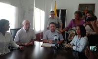 Rafael Martínez, alcalde de Santa Marta, durante la rueda de prensa.