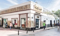 La tienda Barber Shop 4:13 se encuentra ubicada en Calle 19 N 6-02 detrás del éxito en el Centro Histórico de Santa Marta.