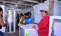 """A los emprendedores del programa """"Mi Negocio"""" les entregaron lavadoras, neveras, licuadoras, hornos micro hondas y otras herramientas de trabajo."""