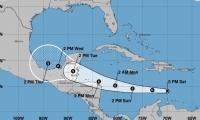 Harvey mantiene una velocidad de traslación de 22 millas por hora (35 km/h) con dirección oeste.