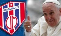 La camiseta del Unión Magdalena sería uno de los innumerables obsequios que recibe el Papa.