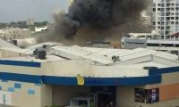 El incendio generó una espesa nube negra sobre gran parte de Barranquilla.