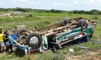 Así quedó el bus accidentado en Sitionuevo.