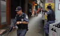 Policía de Río de Janeiro inspecciona una favela.