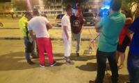 La Policía durante operativos de revisión de antecedentes en horas de la madrugada del primero de enero.