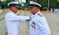 Es el Capitán de Navío, Carlos Rodríguez y ya fue presentando en ceremonia militar.