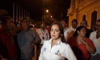 Jimena Abril dio una conferencia de prensa en la entrada de la Alcaldía.