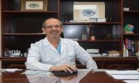En su consultorio donde ha ofrecido servicios médicos por 32 años.