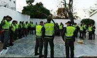Policías de la estación San José en formación antes del atentado.