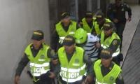 Momento en que Adolfo Arrieta García es sacado de la audiencia de imputación.