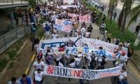 Estudiantes salieron a marchar para exigir más recursos del Gobierno.