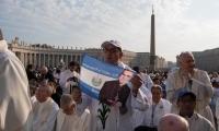 Miles de personas, religiosos y autoridades asistieron a la solemne proclamación en el Vaticano.