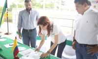 La gobernadora del Magdalena, Rosa Cotes, firmó el acta de inicio del proyecto de gasificación en Nueva Granada.