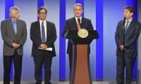 Presidente Duque, al centro, y a la izquierda, Jorge Humberto Botero Presidente del Consejo Gremial Nacional; el Ministro de Hacienda, Alberto Carrasquilla, y el Presidente de la ANDI, Bruce MacMaster.