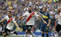 El jugador de River Plate Lucas Pratto celebra el empate de su equipo luego de un autogol de Carlos Izquierdoz.