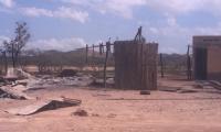 Quemaron los ranchos después de terminar el ataque.