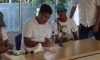 Los artistas viajarán a Barranquilla, en donde juntos grabarán una canción en un estudio profesional.