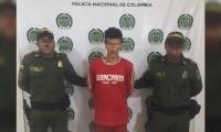 Hombre de 22 años, detenido por portar una escopeta sin permiso.