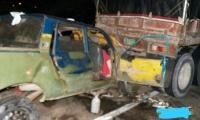 La camioneta chocó por la parte trasera con el tractocamión.
