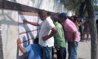 Samarios acuden este domingo a votar en los diferentes puestos.