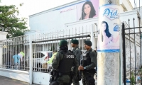 Personal del Goes en el allanamiento al Comando Político de Aida Merlano.