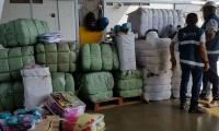 Se trata de un contenedor donde se encontró mercancía, como: medias infantiles, medias de hombre y ropa interior de mujer, entre otras confecciones.