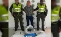 El capturado es un hombre, de 22 años de edad, quien, junto con los 100 kilogramos de base de coca, fue dejado a disposición de la Fiscalía.